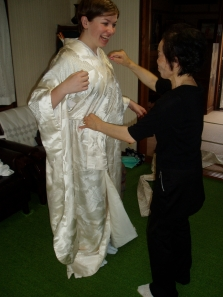 I get the chance to try on a wedding kimono