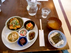 "I highly recommend the 1,300yen lunch set with a drink, served at ""Kanakana"""
