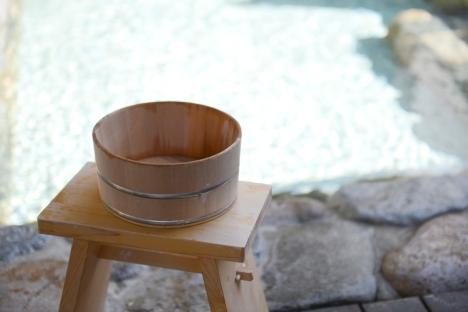 Typical bucket and stool used for washing at an onsen (Photo: Kifu no Sato)