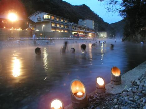 Senninburo, a giant outdoor onsen bath carved into the riverbed at Kawayu Onsen (photo: Kumano Travel)