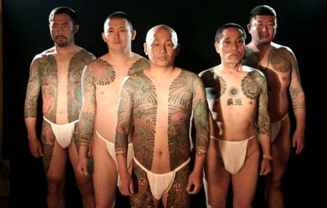 Tattooed yakuza members (Photo: listverse.com)
